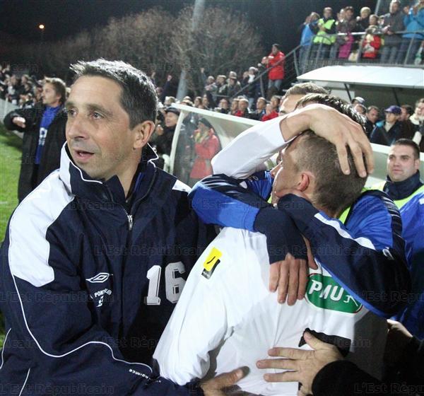 La gioia di giocatori e staff del Pontarlier - foto Ludovic Laude